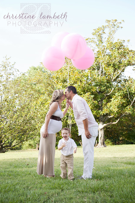 Maternity photos with pink balloons