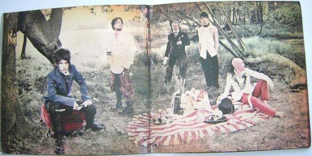 Álbum: Alice & June (19 diciembre 2005)