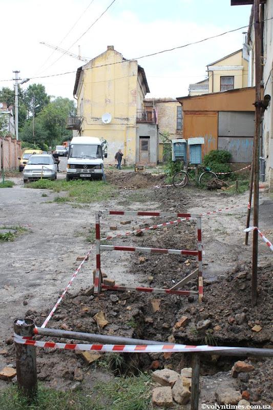 Земляні роботи на вул. Горького