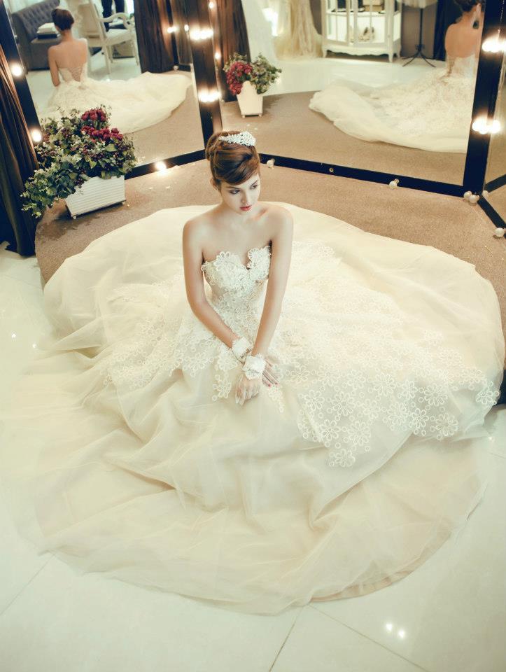 Mẫu Tây Andrea Aybar kiêu sa trong váy cưới trắng - Ảnh 8