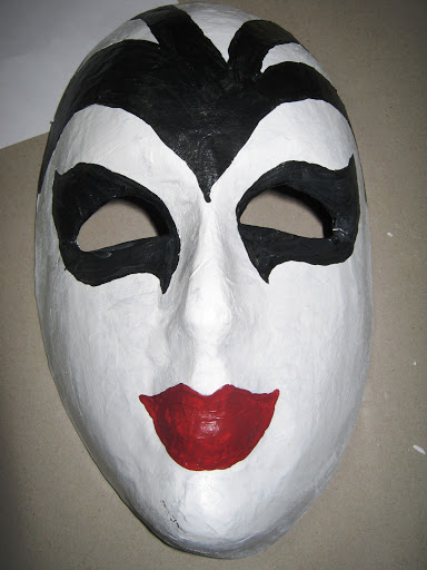 Maskers schilderen op buurvrouwendag 006.jpg