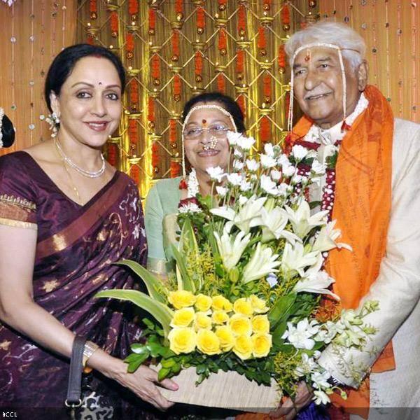 (L-R) Hema Malini wishes the couple Seema and Ramesh Deo on their 50th wedding anniversary, held at ISKCON, in Mumbai, on July 1, 2013. (Pic: Viral Bhayani)