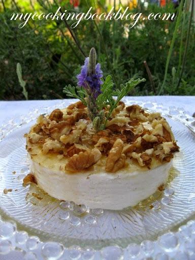 Анари (извара) с мед и орехи