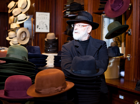 Terry Pratchett w sklepie Batesa