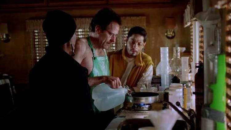 Walter White cocinando droga para Loco 8 y su primo en la furgoneta