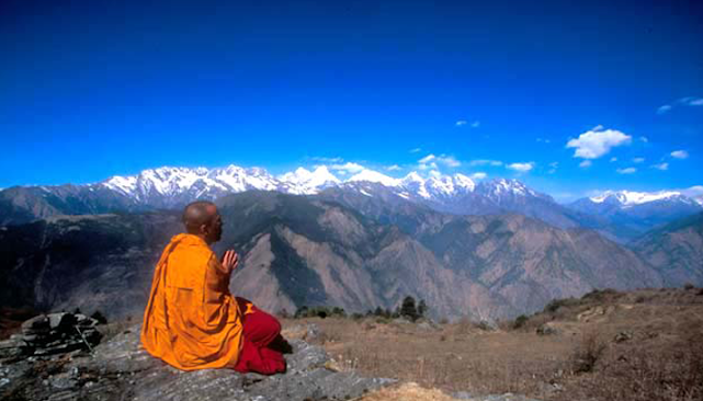 c-David-Cayless.-Buddhist-monk-praying-in-the-Himalayan-mountains