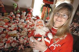 Sharon Bladgey sang kolektor boneka Santa Claus