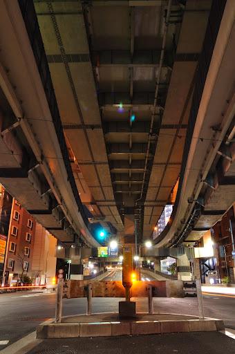 箱崎ジャンクションの高架を撮影する
