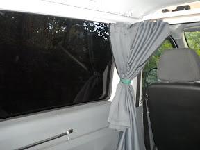 rideau derrière les sièges Dscn0554