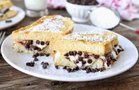 Cannoli con tostadas francesas