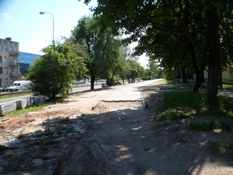 Początek DDR, al. Politechniki przy Wróblewskiego, w kierunku Pabianikiej.