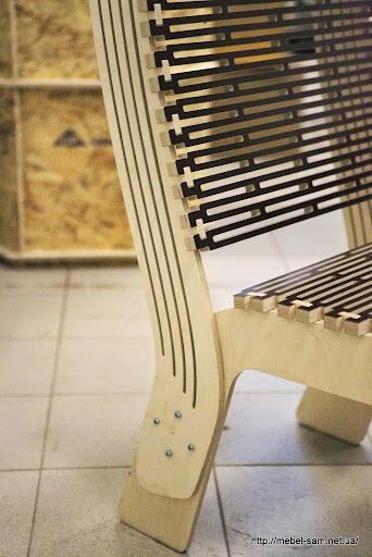 Показано как крепятся детали спинки кресла