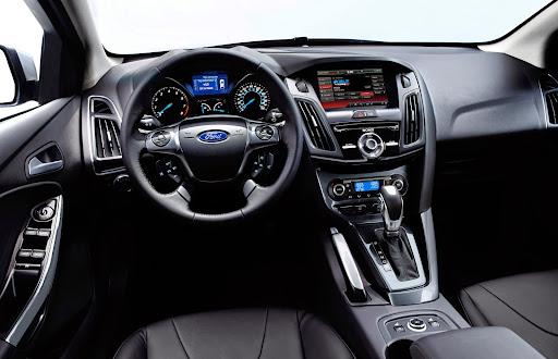 ford focus titanium hatchback mpg
