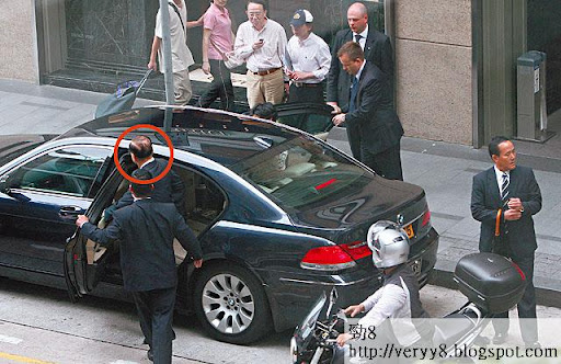 7/2010 <br><br>一○年七月李嘉誠(紅圈)往太子大廈求醫時,擔當開路先鋒的電單車,正是停泊於匯賢樓下的電單車。