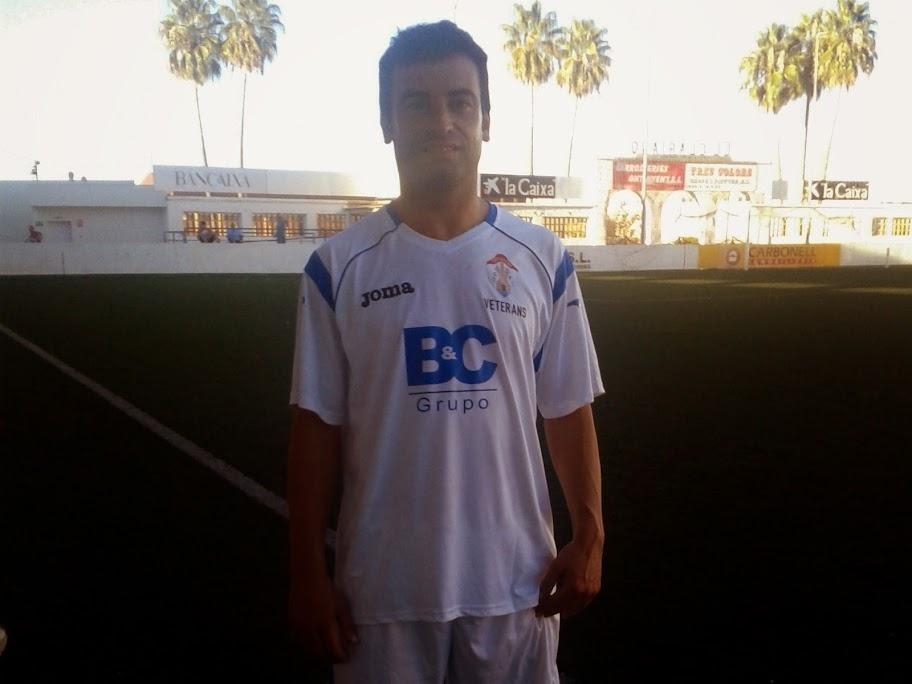 Juanma Bas va ser autor de dos gols que donà la victòria a l'equip ontinyentí. Foto: Veterans Ontinyent