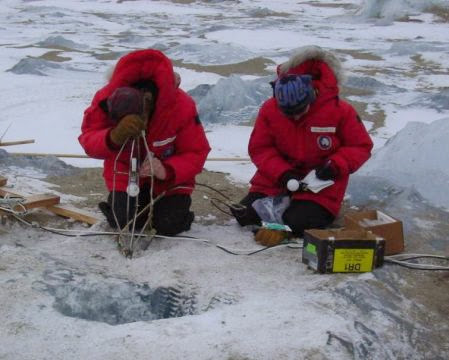 Tucker Stevens and Christine Foreman set up the LICOR sensor to take underwater PAR measurements, 2002.
