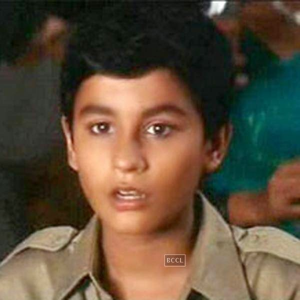 Kunal was school going boy when he debuted in Bollywood as a child artist. Now - click next to see how he looks!