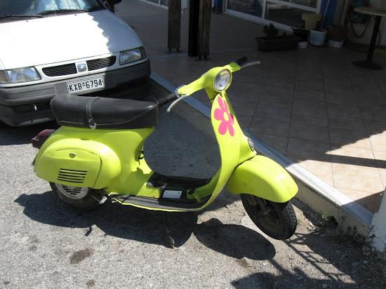 damski skuter z kwiatkiem