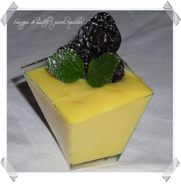 Coppetta di crema inglese e   prugne secche