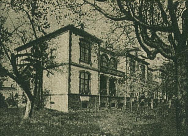 Az endenichi gyógyintézet, ahol Munkácsy meghalt. Az első emeleti sarokablak volt Munkácsy szobájának ablaka.