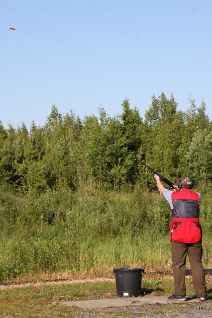 Metsästysammuntaa skeet-radalla