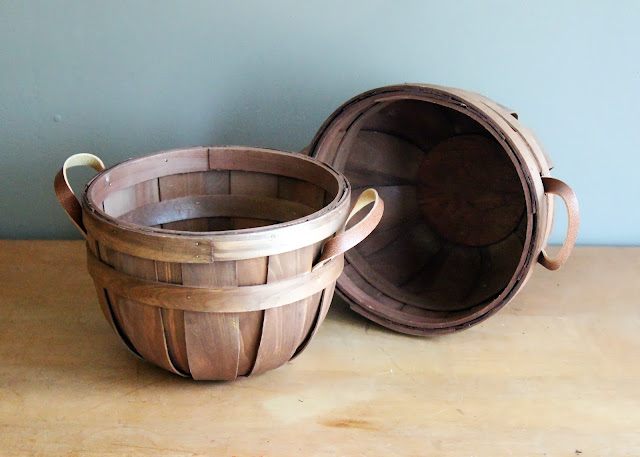 Small bushel baskets available for rent from www.momentarilyyours.com, $1.50.