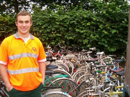 Met dank aan het personeel van het containerpark voor het verzamelen en stallen van de fietsen.