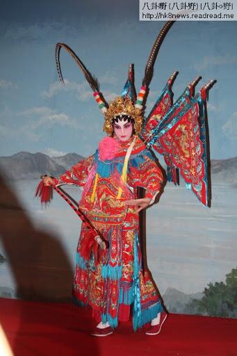 胡杏兒以一身京劇裝扮拍攝劇集《巾幗梟雄3》的節目巡禮宣傳片