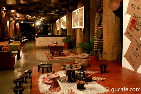 Biểu diễn Nghi thức cà phê Ethiopia tại Lễ hội cà phê lần 3 - 2011 (Ảnh: Nguyễn Á)