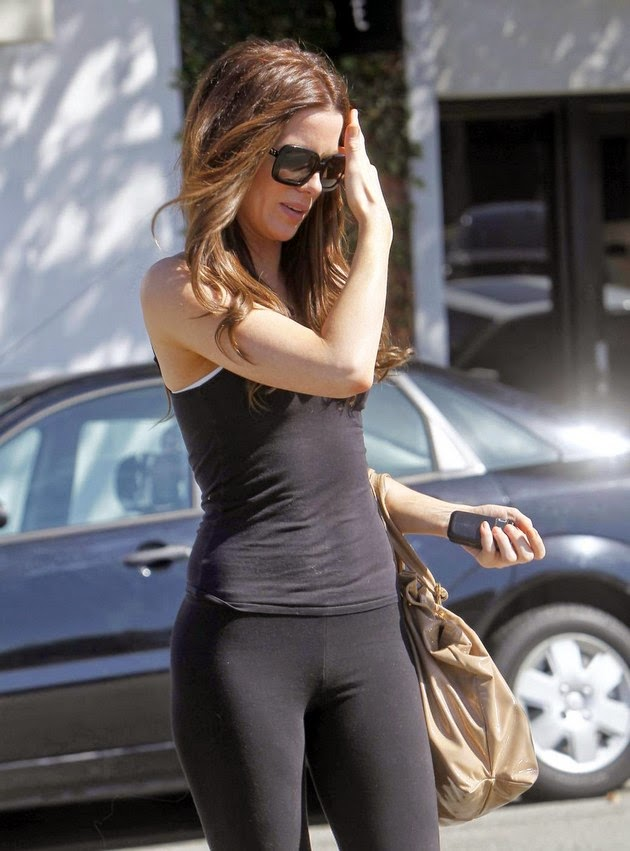 Celebrity Butts: Kate Beckinsale's ass in yoga pants