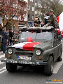 pojazdy wojskowe na paradzie niepodległości