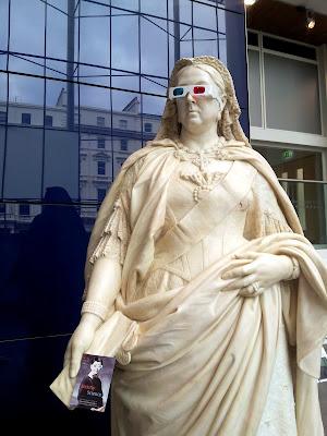 Statue of Queen Victoria in London