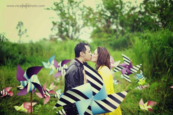 Pinwheels and kiss Chito and Neri E-Session