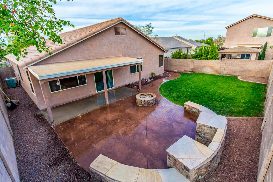 Phoenix Home for Sale showcases this beautiful backyad