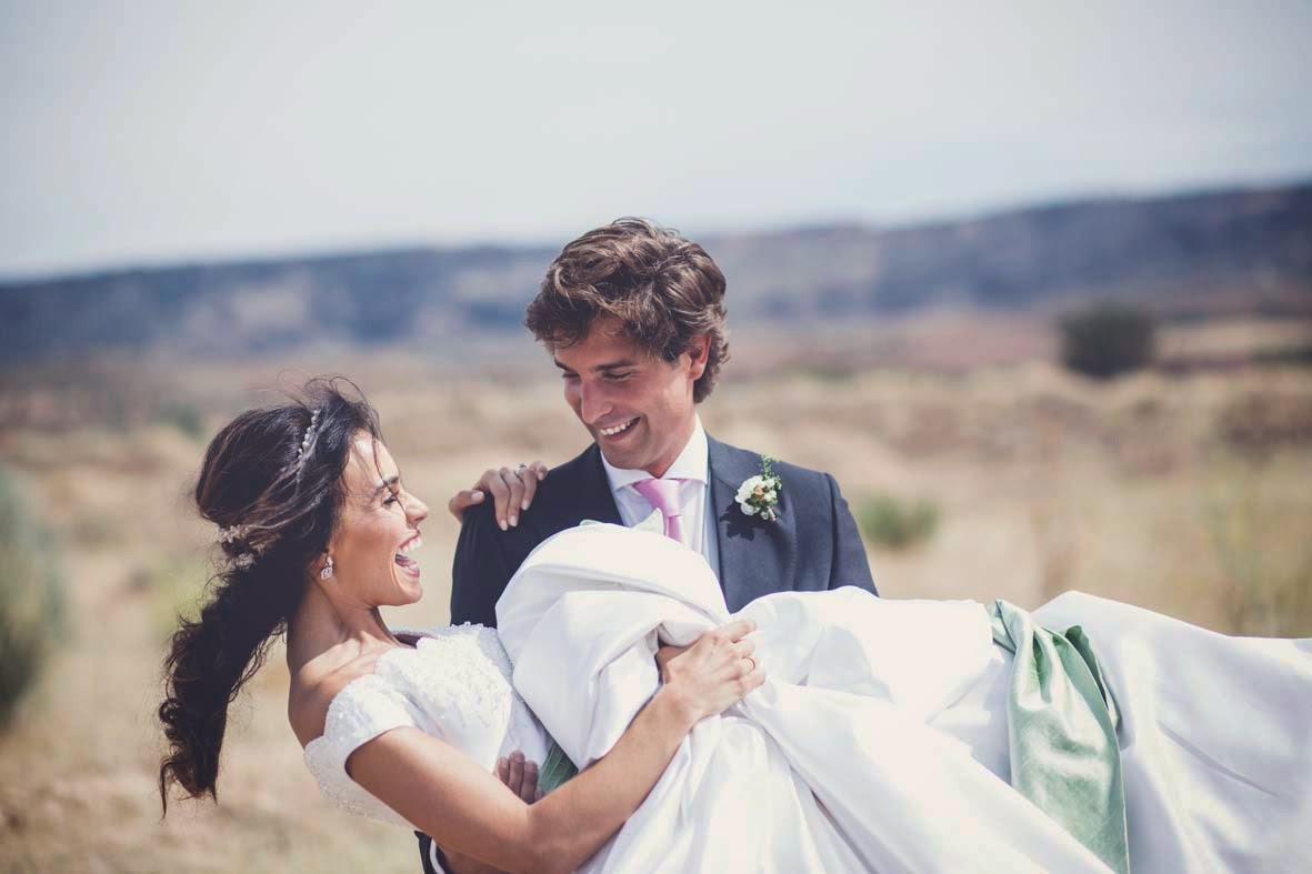 fotografos de boda originales en pleno reportaje de bodas en Madrid.
