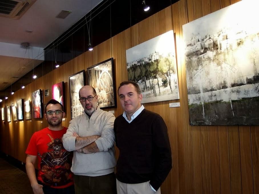 Gonzalo Sáez Díaz-Merry,Carlos Casu Bravo y José Luís Martin de Vidales posando junto a sus obras