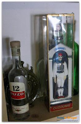 greckie ouzo w muzeum pijaństwa w gołębiu