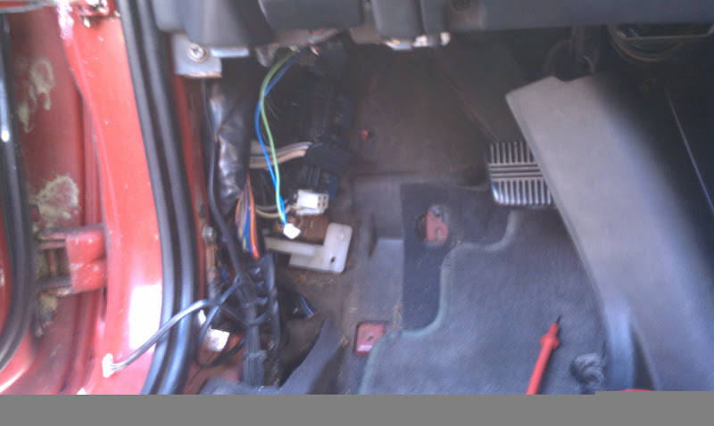 IMAG0017 driver's side fuse box grounding the power wire nissan forum 2008 350Z Fuse Box Location at n-0.co