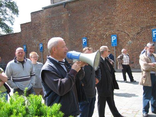 Freddy De Loecker dankt iedereen voor zijn deelneme aan de bedevaart en weg-om.