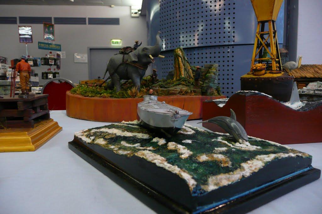 Maquettexpo : La table de Kitmaquettes P1080334