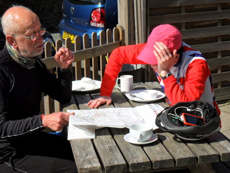 2 cyclists examine a map
