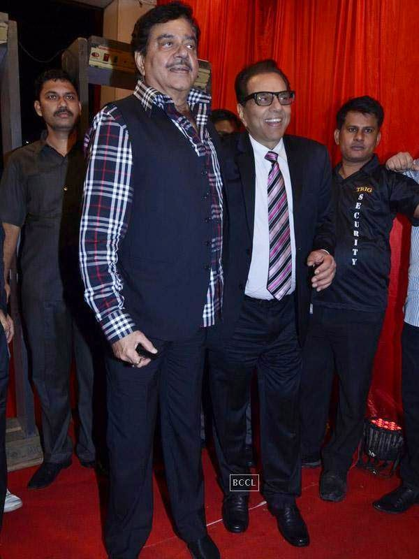 Dharmendra and Shatrughan Sinha at the International Indian Achievers Awards event, held at Filmcity in Mumbai. (Pic: Viral Bhayani)