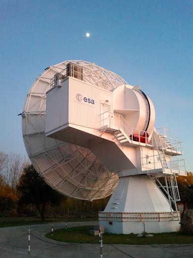 enorme antenna per lo spazio profondo dellESA