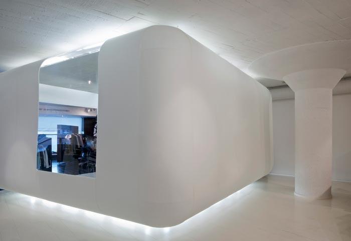 Marzua interiorismo del showroom de oakley en barcelona del estudio manchado ranzini - Estudios de interiorismo en barcelona ...