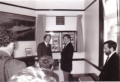 Ian Allan unveiling the Worth Valley Railway plaque at Littlehempston station on 2nd October 1993. Photo: Les Hawkins. (B123)