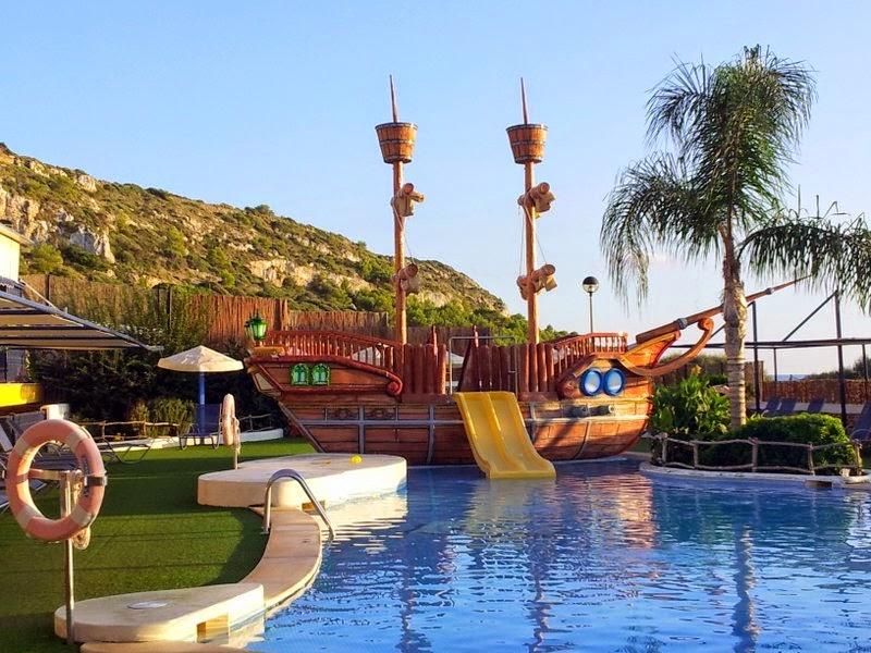 Una de las piscinas para niños del hotel