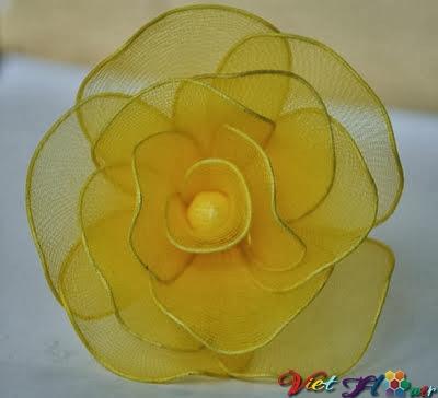 Cách hoa hồng vàng từ vải voan (bước 8)