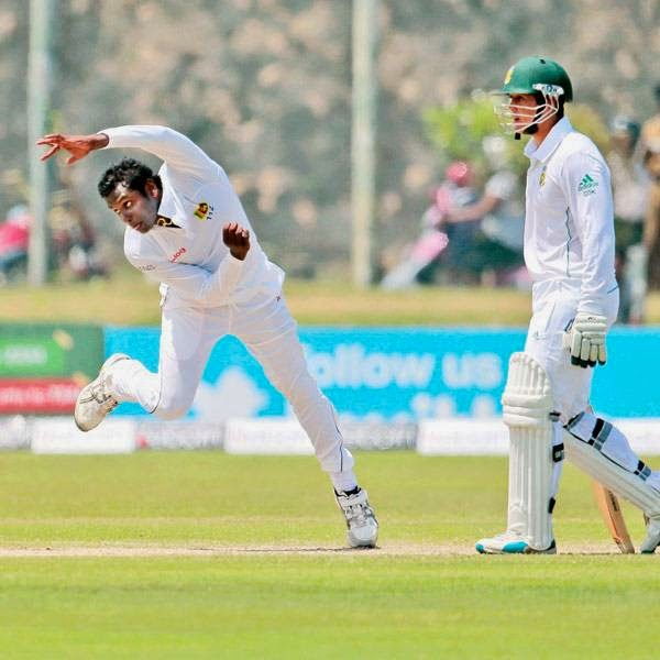 Sri Lanka's Angelo Mathews bowls as South Africa's Quinton de Kock watches during the second day of the first test cricket match between them in Galle, Sri Lanka, Thursday, July 17, 2014.