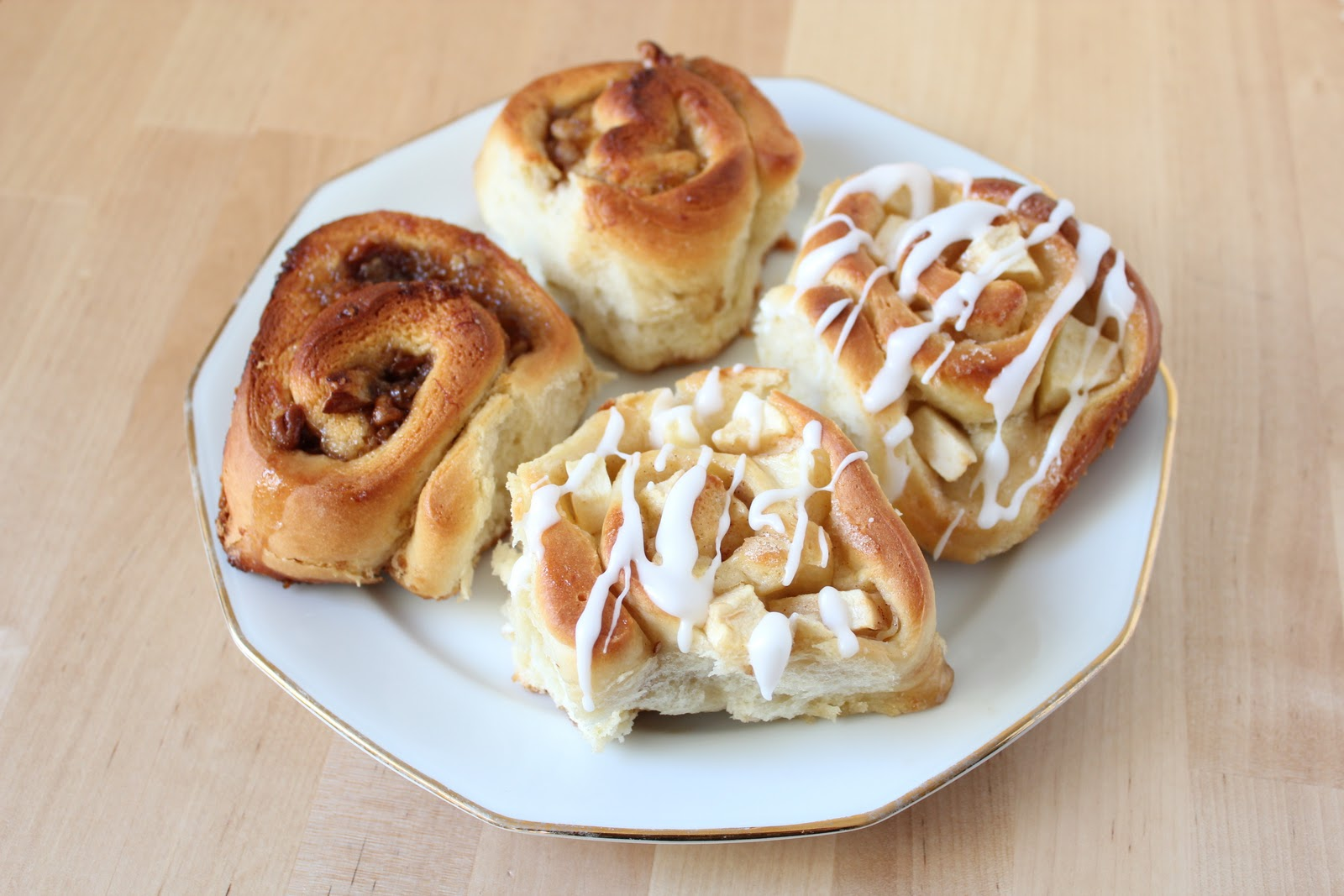 apple-cinnamon rolls and roasted banana-pecan rolls // brioches pomme ...