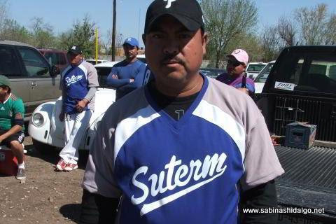 Alfonso Rodríguez de SUTERM en el softbol del Club Sertoma